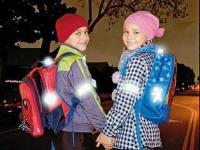 Родителей обяжут установить светоотражатели на одежду детей